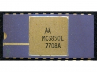 IC uP P [6800] MC6850L