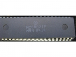 IC uP P [6800] MC68B21P